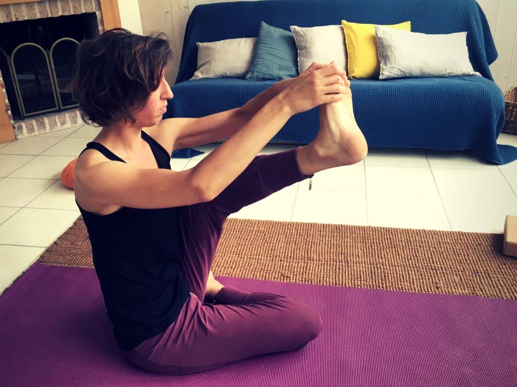 séance posture pince à une jambe levée